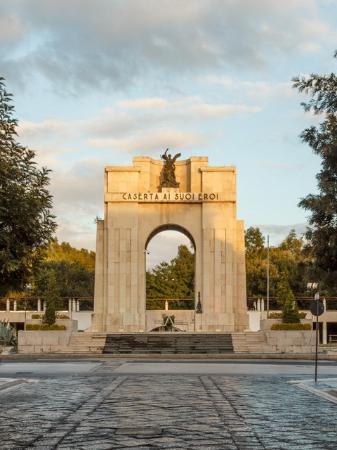 Monumento ai Caduti in guerra - Arco di Trionfo: Da Corso Trieste