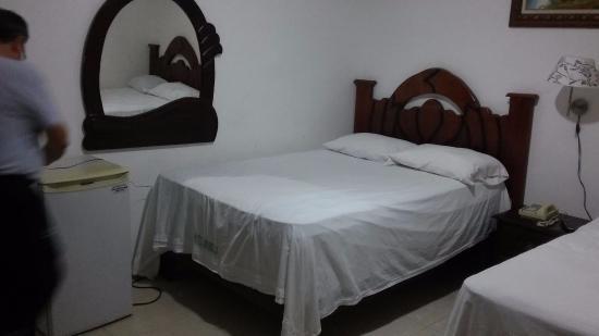 Hotel Riparbella : Habitación