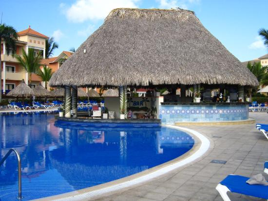 Une tres belle piscine avec bar photo de grand bahia for Bar dans une piscine