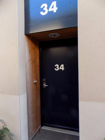 Hotel Albizia : 1 porte d'entrée d'une chambre