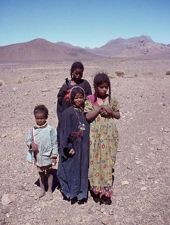 Tamanrasset, Algeriet: Haratin-Kinder zwischen Tahifet und Assekrem