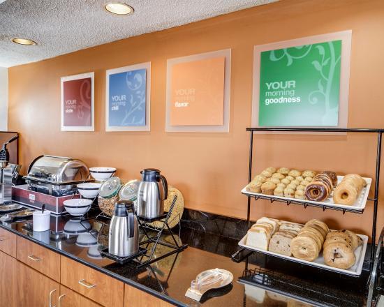 Comfort Inn Baton Rouge: LABreakfast