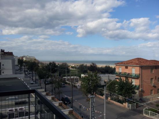 Hotel Marinella: Vista laterale dal balcone della camera