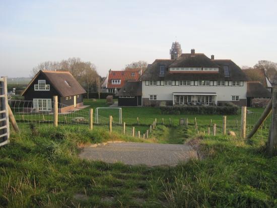 Villa Nieuwland: achterkant hotel