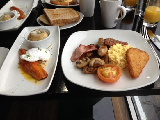 Traditional cooked breakfast - Picture of Lorne Hotel
