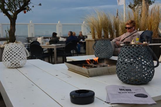 Luxe Lounge Stoel.Het Buitenterras Met Luxe Lounge Hoeken Banken Stoelen Picture