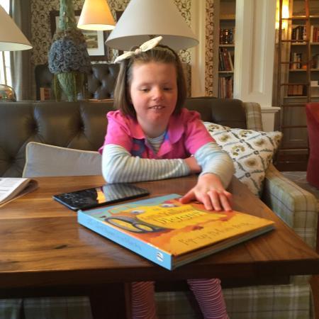 Λέξινγκτον, Μασαχουσέτη: Library area   Coffee, tea, piano papers,
