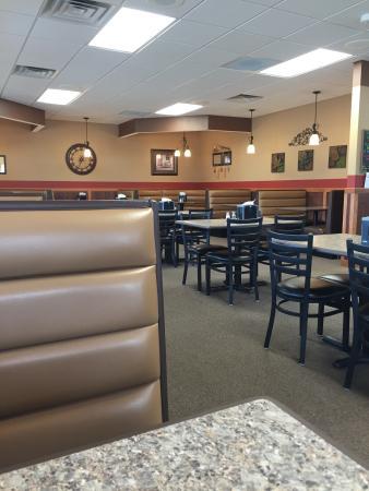 Slayton, MN: Very clean and enjoying atmosphere.