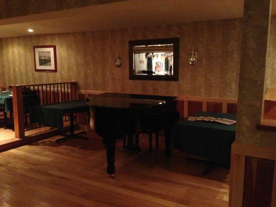 Morrisville, VT: Pub Piano