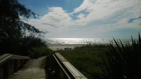 Anna Maria Beach Cottages: Beach Access