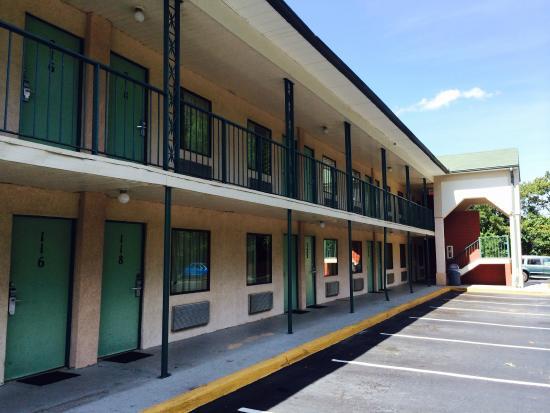 Motel 6 Gainesville: Exterior
