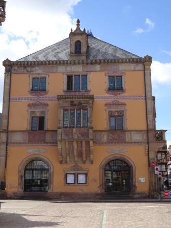 L 39 h tel de ville sur la place picture of obernai bas for Hotels obernai