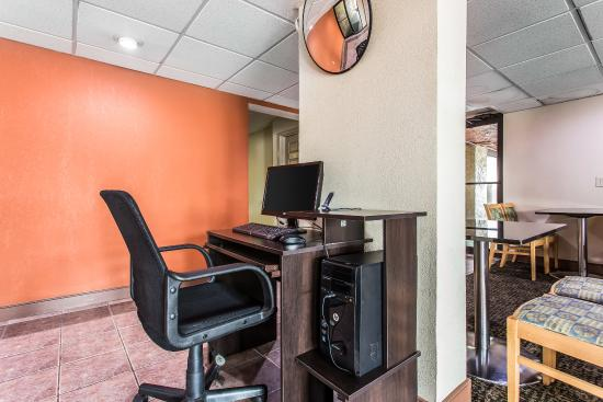 Quality Inn & Suites Southlake: Business Center