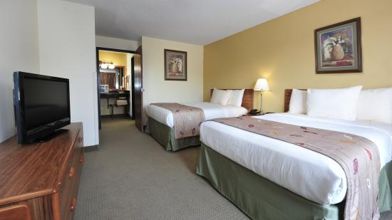 Ramada Wisconsin Dells: Family Suite Bedroom SN