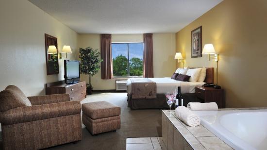 Ramada Wisconsin Dells: Jacuzzi Suite SNK