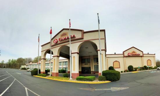 Ramada Triangle/Quantico: Hotel Exterior
