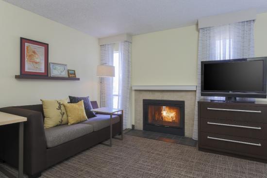 Residence Inn Bakersfield: Studio Living Room Fireplace