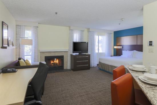 Residence Inn Bakersfield: Studio Living Room