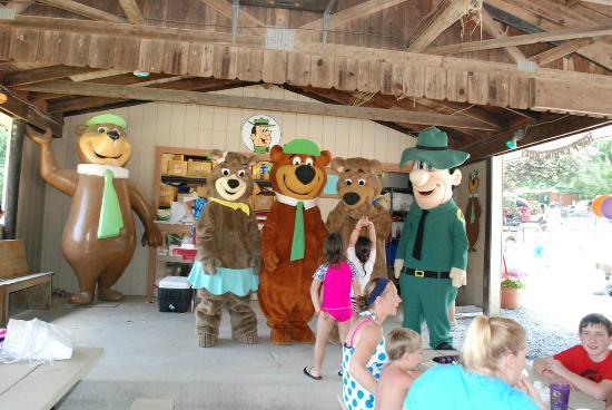 Quarryville, Pensilvania: Yogi Bear™ and Friends