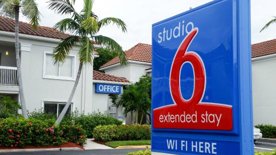Studio 6 West Palm Beach: Exterior