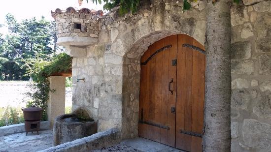 Graveson, Frankrike: Jolie porte ancienne