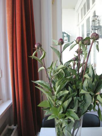 The Collector Bed & Breakfast: Fresh flowers