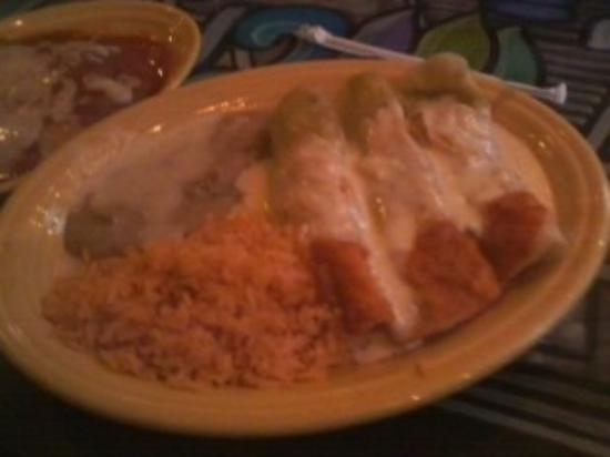 Eagle River, WI: chicken enchiladas and notice the watered down refried beans