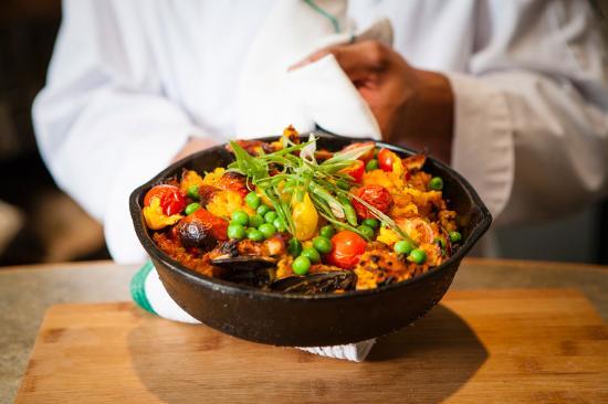Bonfire Bistro : Paella