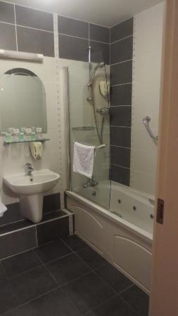 Laragh House: Bathroom