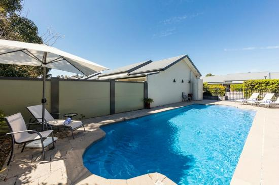 Rutherford, Australien: Relax by the pool