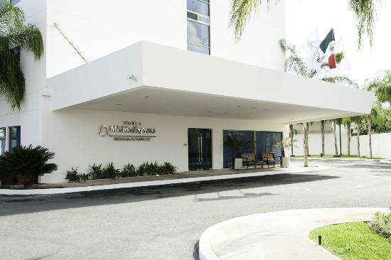 Mision Express Merida Altabrisa: Hotel y alrededores