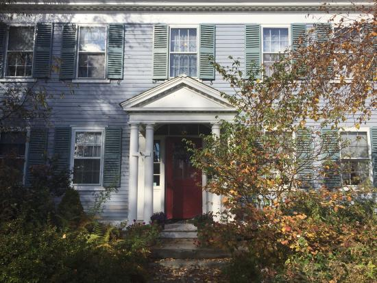 The Centennial House Bed and Breakfast: Beautiful Historic Home