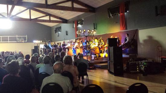 Waipu Clansman Motel: Bag Pipe Concert at the Celtic Barn Waipu