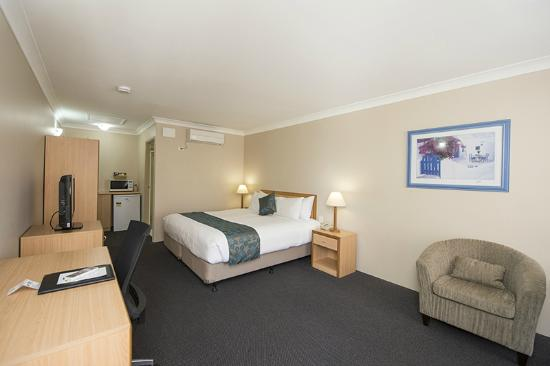 Harbour Sails Motor Inn: Executive King Room