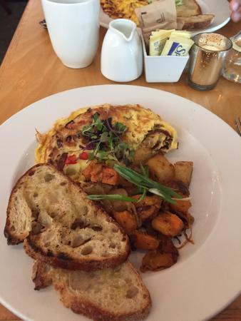 Rumford, RI: Brunch: Omelets !!