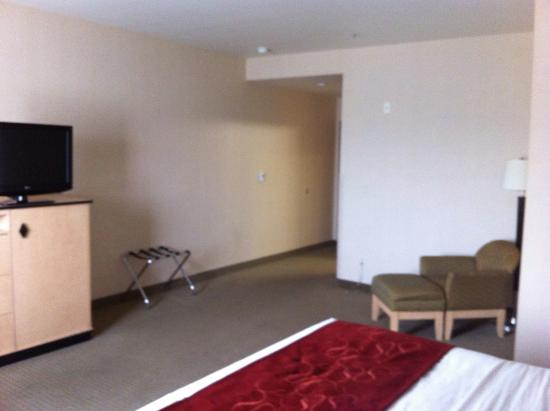 Comfort Inn & Suites Airport: king deluxe suite