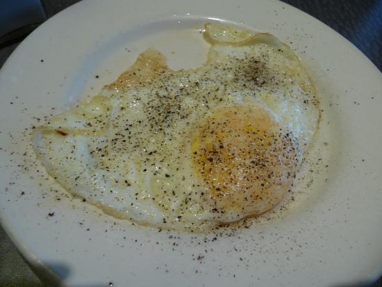 Breeze Inn: Egg over medium