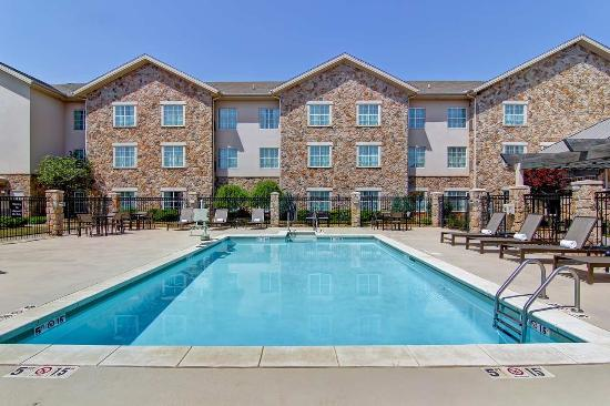 Homewood Suites by Hilton Oklahoma City-West: Outdoor Swimming Pool