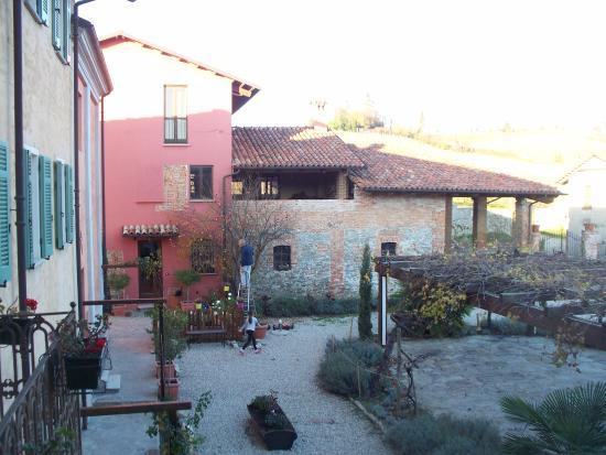 Agriturismo San Martino: cortile