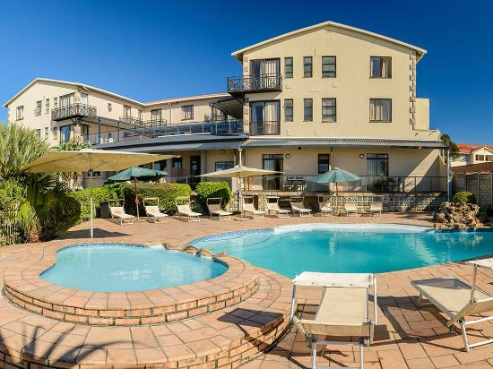 Suntide Hotel & Cabanas: Relax in the cool water on hot summer days
