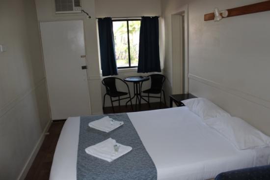 Coffs Coast Motor Inn & Villas: Bedroom room 17