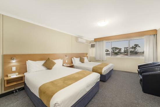Ciloms Airport Lodge: Twin Queen Room