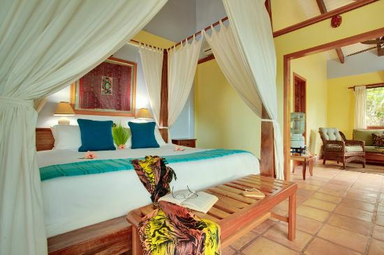 Hamanasi Adventure and Dive Resort: Beachfront Suite