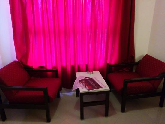 Hotel Ashish Plaza : Everyday Newspaper and big windows