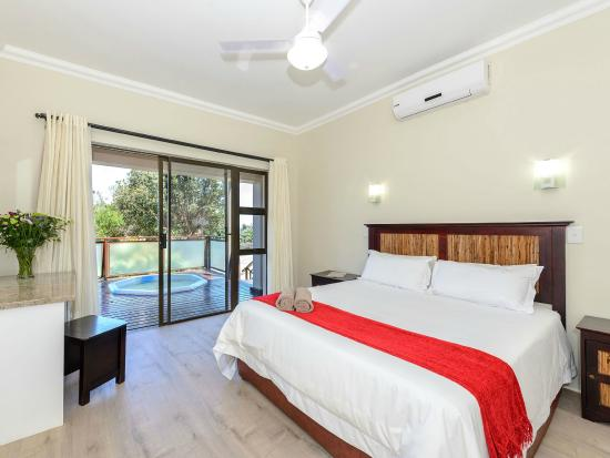 Spacious lux unit bedroom with modern interiors en suite bathroom