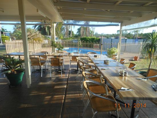 Mundubbera, Avustralya: Poolside Dining