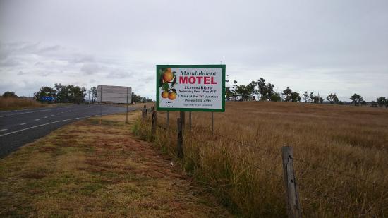 Mundubbera, Avustralya: Highway Signage