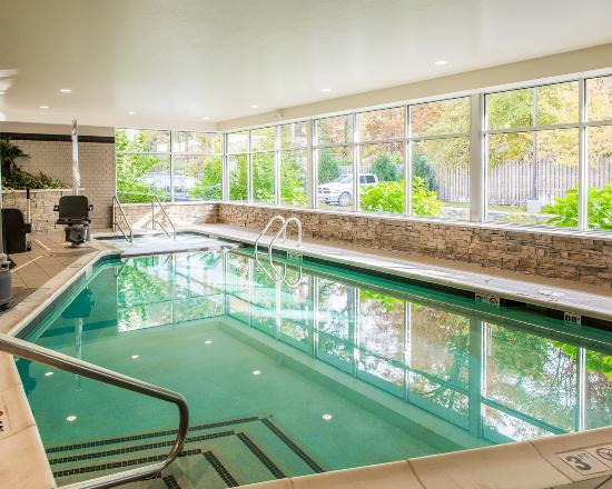 Cambria hotel & suites Traverse City : Pool
