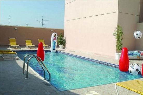 Ramee Guestline Hotel Apartments II: Pool View