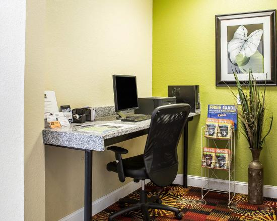 Quality Inn & Suites West Waterpark: Business center